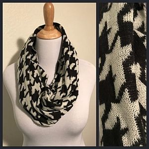 EUC Houndstooth Knit Infinity Scarf